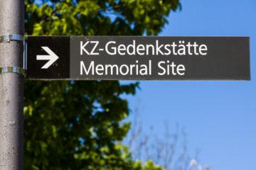 Wegweiser  Dachau Bayern Deutschland by Peter Ehlert in Nie wieder - plus jamais - never again