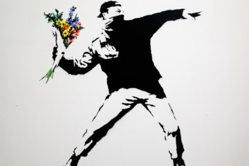 Love is in the air (Flower thrower)  Amsterdam Noord-Holland Niederlande by Peter Ehlert in Banksy und Salvador Dali Ausstellung