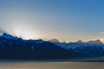 Genfer See mit Bergen am morgen  Chexbres Vaud Schweiz by Peter Ehlert