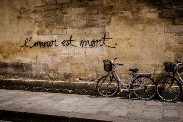 Beschriftete Hausmauer  Paris Île-de-France Frankreich by Lara Ehlert in Paris, quer durch die Stadt