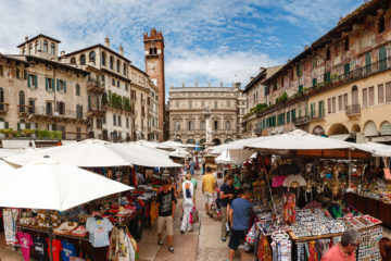 Marktstände  Verona Veneto Italien by Peter Ehlert in Verona Weekend mit Opernaufführung