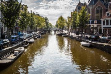 Gracht mit Brücke  Amsterdam Noord-Holland Niederlande by Peter Ehlert in Amsterdam Trip