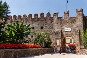 Stadtmauer mit Tor  Lazise Veneto Italien by Peter Ehlert in Lazise am Gardasee