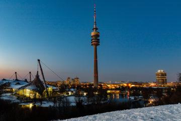 Schwimmhalle, Turm und BMW Gebäude  München Bayern Deutschland by Peter Ehlert in Olympiapark im Winter
