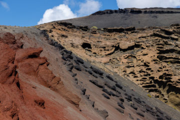 Verschiedene Gesteinsschichten in Caldera  Yaiza Canarias Spanien by Peter Ehlert in LanzaroteElGolfo