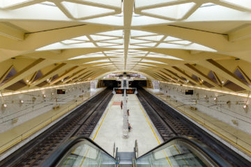 Rolltreppen und Gleise  Valencia Provinz Valencia Spanien by Peter Ehlert in Valencia_Alameda