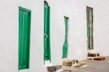 GrüneTüren  Teguise Kanarische Inseln Spanien by Peter Ehlert in LanzaroteTeguise