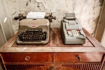 Schreibmaschine und Rechenmaschine  Freudenstadt Baden-Württemberg Deutschland by Peter Ehlert in Grand Hotel Waldlust