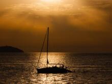 Boot vor Sonnenuntergang  Sant Antoni de Portmany Balearische Inseln - Ibiza Spanien by Peter Ehlert in Ibiza - Insel des Lichts