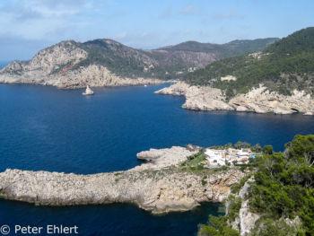 Blick auf Port Sant Miquel de Balansat und Benirràs und Felsen   Sant Joan de Labritja Balearische Inseln - Ibiza Spanien by Peter Ehlert in Ibiza - Insel des Lichts