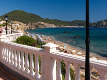 Laterne mit Promenade am Morgen  Platja es Figueral Balearische Inseln - Ibiza Spanien by Peter Ehlert in Ibiza - Insel des Lichts