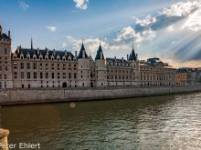 Conciergerie  Paris Île-de-France Frankreich by Peter Ehlert in Paris, quer durch die Stadt