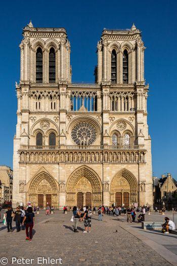 Portal  Paris Île-de-France Frankreich by Peter Ehlert in Paris, quer durch die Stadt
