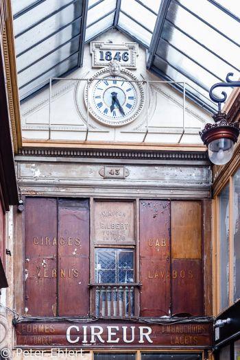 Glasdach mit Uhr  Paris Île-de-France Frankreich by Peter Ehlert in Paris, quer durch die Stadt