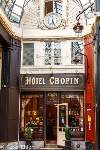 Eingang Hotel Chopin  Paris Île-de-France Frankreich by Peter Ehlert in Paris, quer durch die Stadt