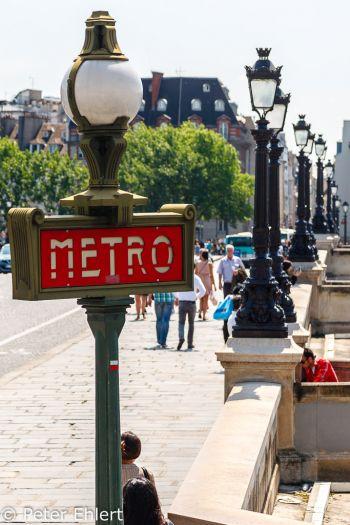 Metro Schild an Pont Neuf  Paris Île-de-France Frankreich by Peter Ehlert in Paris, quer durch die Stadt