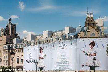 Eingerüstetes Gebäude mit Werbung  Paris Île-de-France Frankreich by Peter Ehlert in Paris, quer durch die Stadt