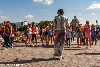 Menschen auf  Pont des Arts  Paris Île-de-France Frankreich by Peter Ehlert in Paris, quer durch die Stadt