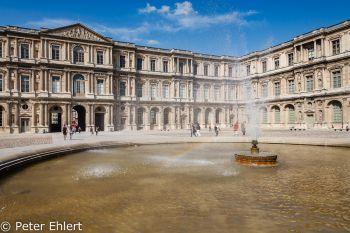 Brunnen im Innenhof  Paris Île-de-France Frankreich by Peter Ehlert in Paris, quer durch die Stadt