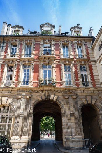 Torhaus  Paris Île-de-France Frankreich by Peter Ehlert in Paris, quer durch die Stadt