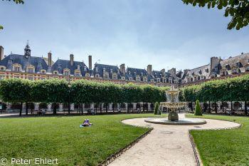 Park mit Brunnen  Paris Île-de-France Frankreich by Peter Ehlert in Paris, quer durch die Stadt