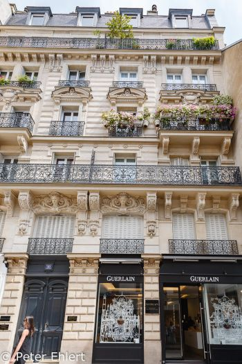 Haus mit Guerlain geschäft  Paris Île-de-France Frankreich by Peter Ehlert in Paris, quer durch die Stadt