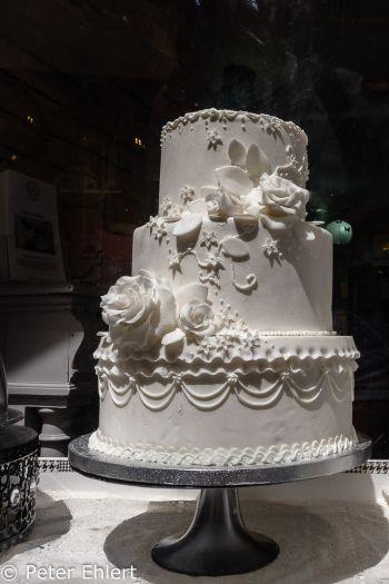 Hochzeitstorte  Paris Île-de-France Frankreich by Lara Ehlert in Paris, quer durch die Stadt
