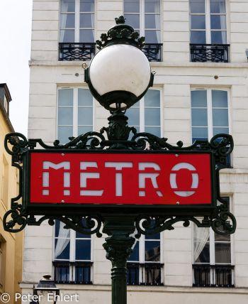 Metro Schild  Paris Île-de-France Frankreich by Lara Ehlert in Paris, quer durch die Stadt
