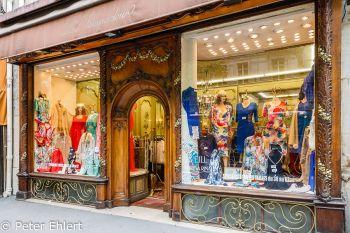 Bekleidungsgeschäft mit Jugendstildeko  Paris Île-de-France Frankreich by Peter Ehlert in Paris, quer durch die Stadt