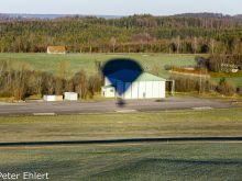 Schatten des Ballons auf Hangar  Greiling Bayern Deutschland by Peter Ehlert in Ballonfahrt im Winter