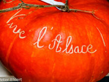 Kürbis mit Schnitzerei  Colmar Alsace-Champagne-Ardenne-Lorrain Frankreich by Peter Ehlert in Colmar Weekend
