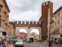 Stadttor  Verona Veneto Italien by Peter Ehlert in Verona Weekend mit Opernaufführung