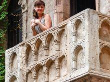 Julia auf dem Balkon  Verona Veneto Italien by Peter Ehlert in Verona Weekend mit Opernaufführung