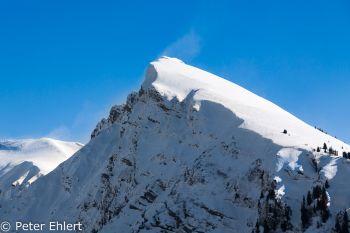 Schneefahne an Bergkante  Morzine Rhône-Alpes Frankreich by Peter Ehlert in Skigebiet Portes du Soleil
