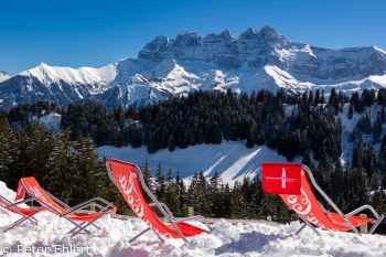Liegestüle vor Massiv du Chablais  Champéry Valais Schweiz by Peter Ehlert in Skigebiet Portes du Soleil