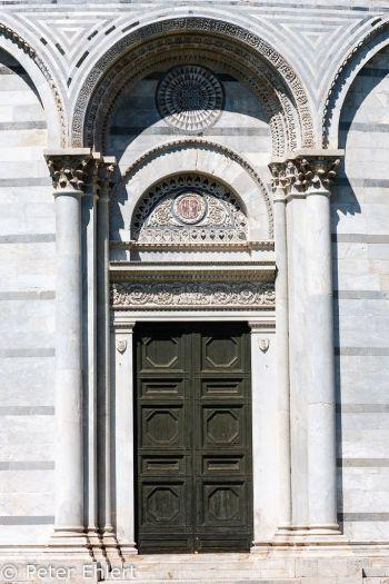 Tür an Battistero di San Giovanni  Pisa Toscana Italien by Peter Ehlert in Abstecher nach Pisa