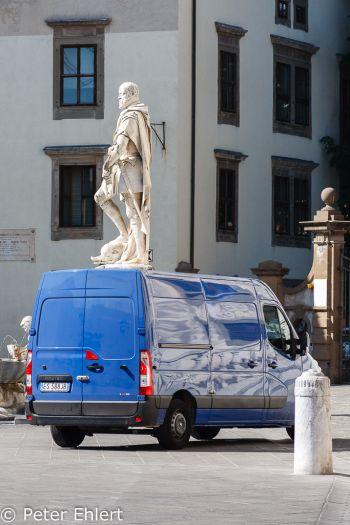 Statue auf LKW  Pisa Toscana Italien by Peter Ehlert in Abstecher nach Pisa