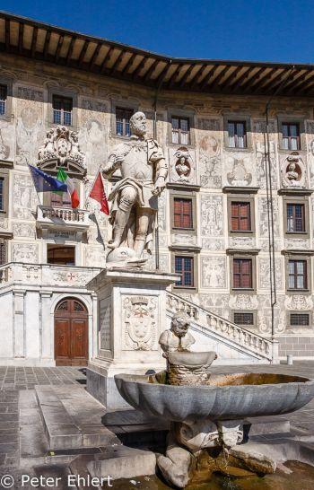 Statue und Brunnen vor Scuola Normale Superiore di Pisa  Pisa Toscana Italien by Peter Ehlert in Abstecher nach Pisa