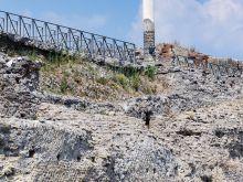 Einzelne Säule   Pompei Campania Italien by Peter Ehlert in Pompeii und Neapel