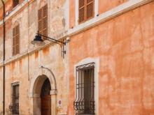 Rotes Starthaus  Ravenna Emilia-Romagna Italien by Peter Ehlert in Ravenna und Cesenatico