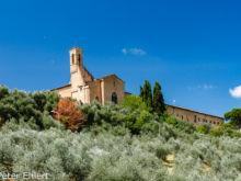 Blick auf Chiesa di Sant'Agostino  San Gimignano Toscana Italien by Peter Ehlert in San Gimignano