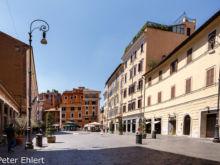 Touristenfreie Straße  Roma Latio Italien by Peter Ehlert in Rom - Plätze und Kirchen
