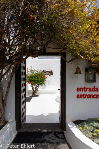 Eingang zum Wohnhaus  Teguise Canarias Spanien by Peter Ehlert in LanzaroteFundacion