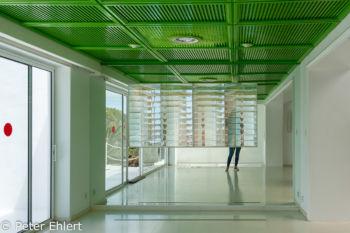 Spiegelinstallation mit Lamellenglas  Teguise Canarias Spanien by Lara Ehlert in LanzaroteFundacion
