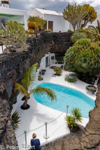 Blick auf Poolbereich  Teguise Canarias Spanien by Peter Ehlert in LanzaroteFundacion