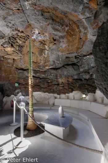 Raum mit Palme  Teguise Canarias Spanien by Peter Ehlert in LanzaroteFundacion
