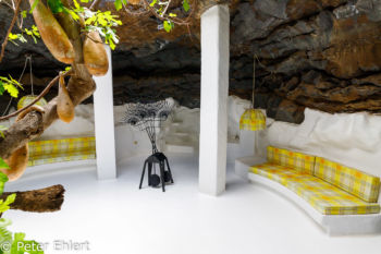 Gelbes Zimmer mit Kunst  Teguise Canarias Spanien by Peter Ehlert in LanzaroteFundacion