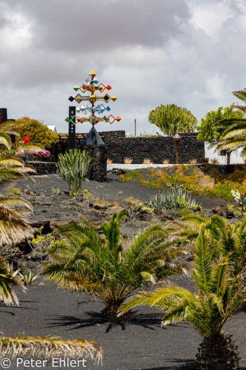 Energíade la pirámide (1991) und Garten  Teguise Canarias Spanien by Peter Ehlert in LanzaroteFundacion