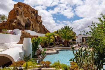 Blick von Sitzbereich auf Pool  Nazaret Canarias Spanien by Peter Ehlert in LanzaroteLagomar