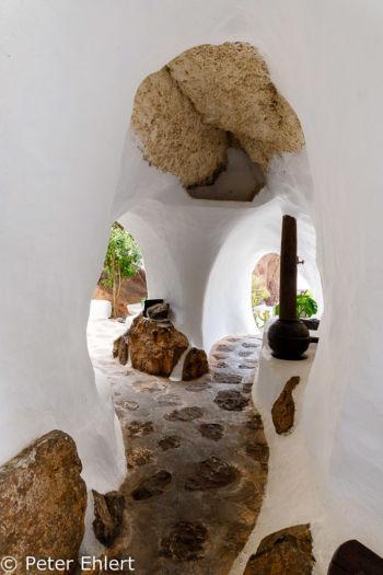 Durchgang zu weiteren Räumen  Nazaret Canarias Spanien by Peter Ehlert in LanzaroteLagomar